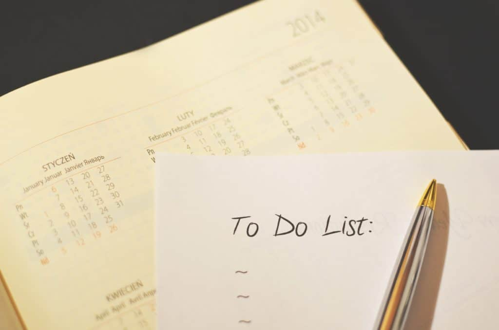 A picture of a calendar and a to-do list
