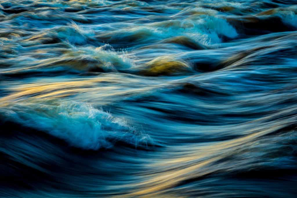 A photo of a river flowing.